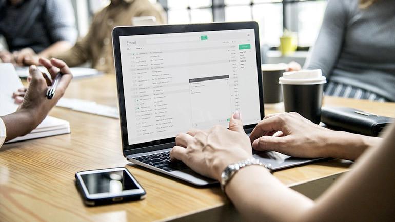 Envoyer une vidéo par email : comment faire ?